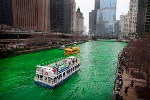 O rio é colorido de verde todos os anos em Chicago
